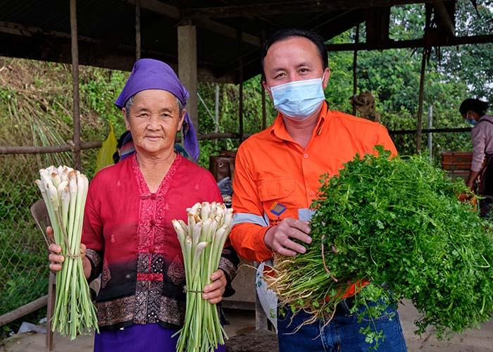 Supporting local farmers close to the Phu Kham Operation